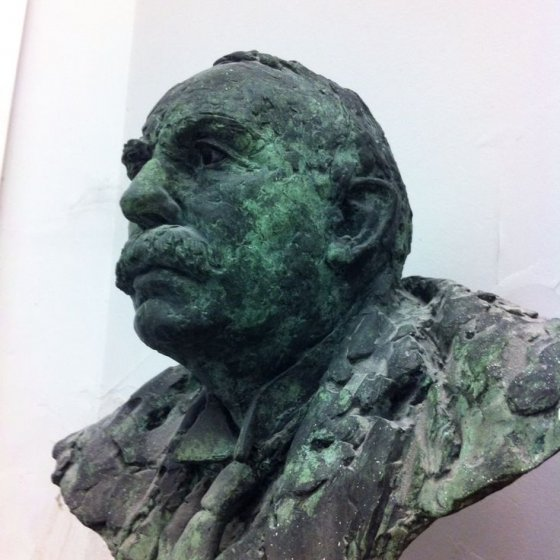Bronze bust sculpture of Ernest Rutherford (Rutherford Lecture Theatre, Schuster Building, School of Physics and Astronomy, University of Manchester)